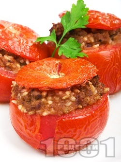 Пълнени домати с кайма, ориз и сушени гъби манатарки печени на фурна по турски - снимка на рецептата